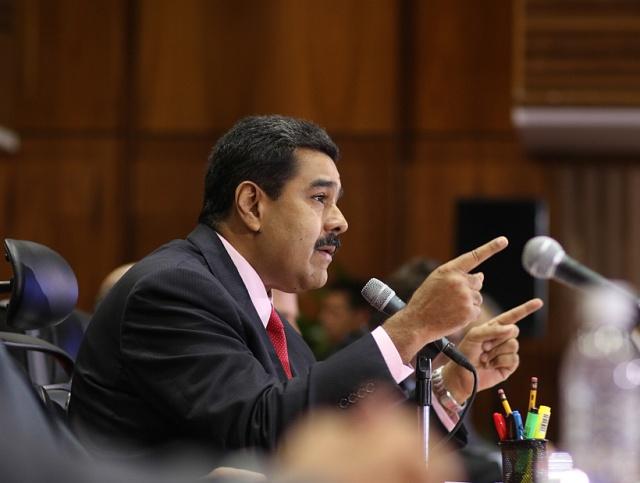 MADURO AUMENTA LA TASA CON LA QUE EL ESTADO CAMBIA DÓLARES A LOS EXPORTADORES