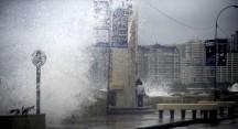 28 Mayo DE 201/ VALPARAISO En la avenida Perú de Viña del Mar, se registran alguna marejadas, aráis del frente de mal tiempo que está afectado a la zona centro-sur del país. FOTO: PABLO OVALLE ISASMENDI/AGENCIAUNO